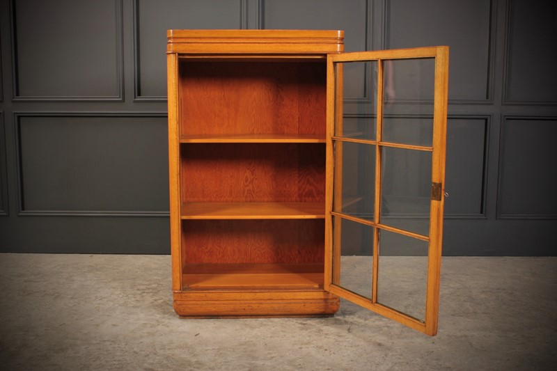 Oak Art Deco Cabinet-lt-antiques-fullsizeoutput-508-main-637219656393574614.jpeg