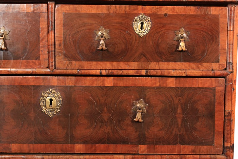 17th Century Oyster Veneered  Chest of Drawers-lt-antiques-img-8350-main-636999985182602216.jpg