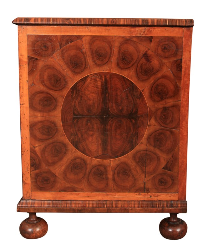 17th Century Oyster Veneered  Chest of Drawers-lt-antiques-img-8356-main-636999985214477160.jpg