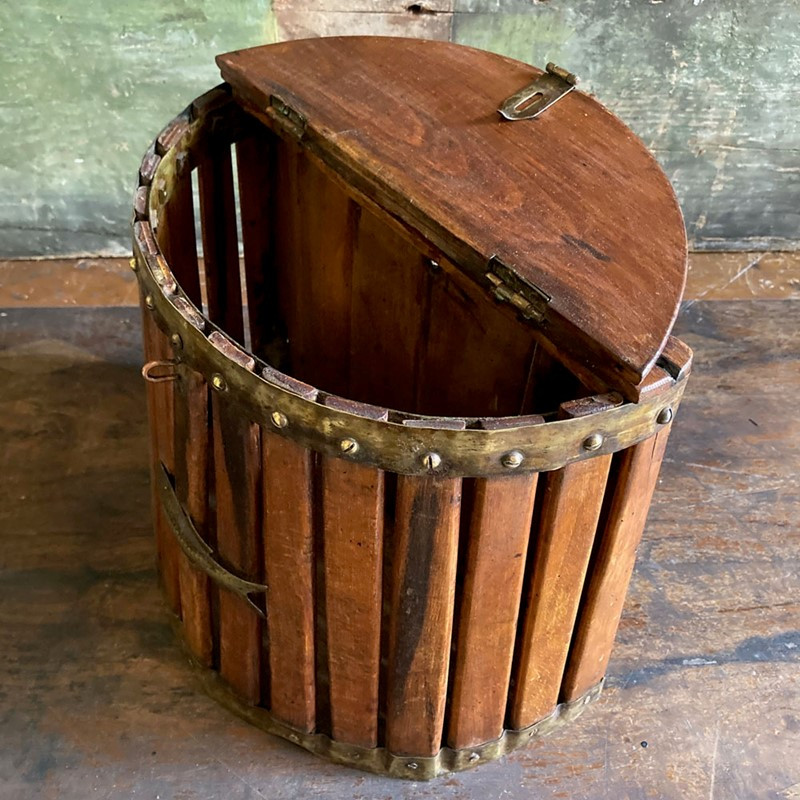 Antique fishing creel-marc-kitchen-smith-ks7153-img-2757-1000px-main-637362225656353573.jpg