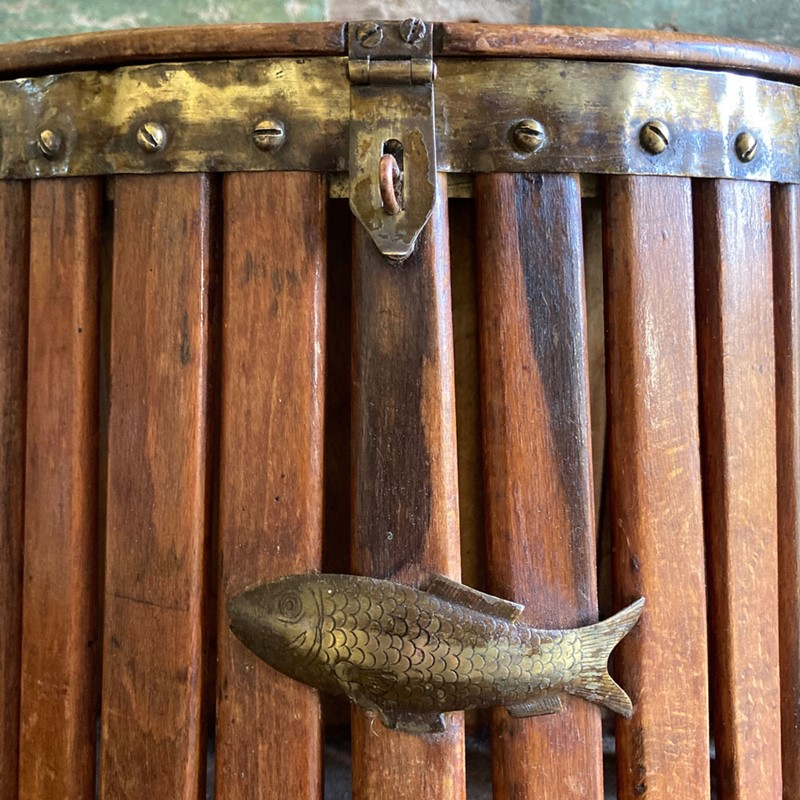 Antique fishing creel-marc-kitchen-smith-ks7153-img-2765-1000px-main-637362225641509869.jpg