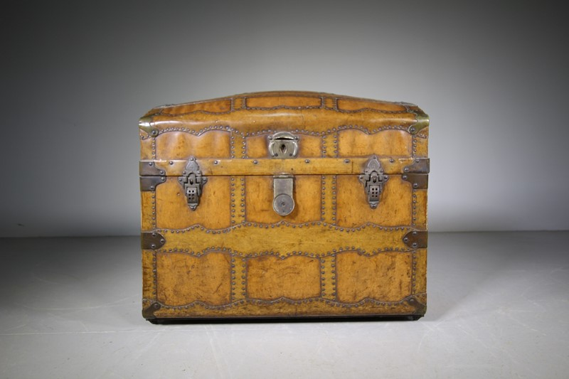 English Antique Travelling Trunk Dated 1884-miles-griffiths-antiques-img-6693-1550x1033-main-637496729027931569.jpg