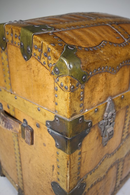 English Antique Travelling Trunk Dated 1884-miles-griffiths-antiques-img-6697-1033x1550-main-637496729702146993.jpg