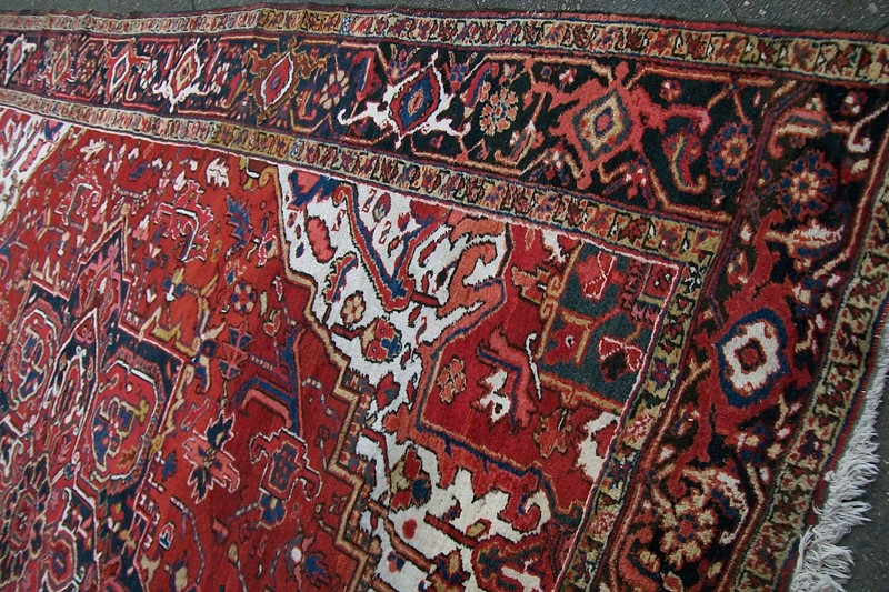 Antique Heriz Carpet Ivory Background-modern-times-berlin-100-0774a-main-637452749260529512.jpg