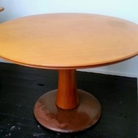 Round table by paolo buffa - item on sale £. 1900-