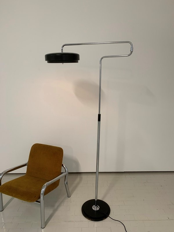 1960s floor lamp -moioli-gallery-piantana-cromo-e-nera-altezza-variabile-7-main-637248110010166626.jpg