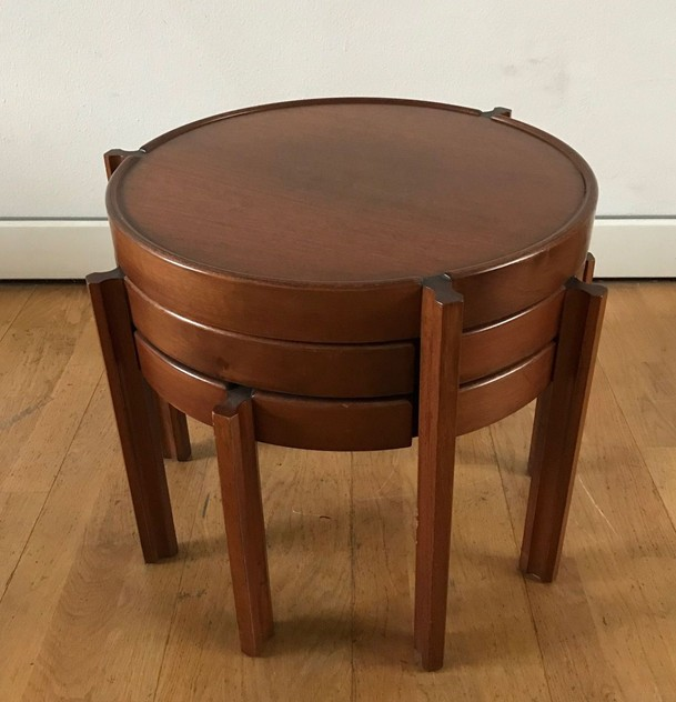 1960s Set of Round Italian Stackable Coffee Tables-moioli-gallery-tris tavolini tondi  legno 1_main_636550257503164663.jpg