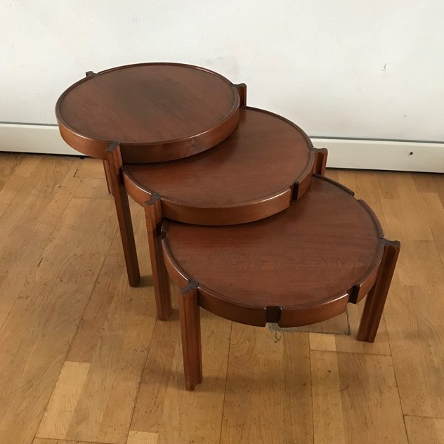 1960s Set of Round Italian Stackable Coffee Tables-moioli-gallery-tris tavolini tondi  legno 2_main_636550257651996295.jpg