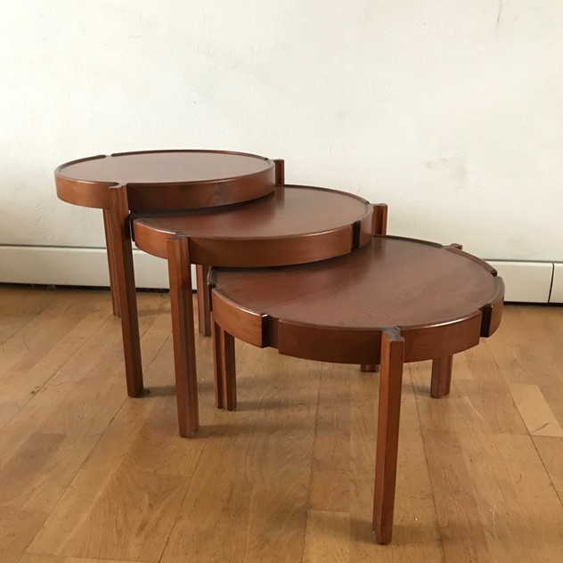 1960s Set of Round Italian Stackable Coffee Tables-moioli-gallery-tris tavolini tondi  legno 3_main_636550258004574375.jpg