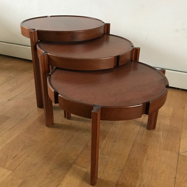 1960s Set of Round Italian Stackable Coffee Tables-moioli-gallery-tris tavolini tondi  legno 5_main_636550257934682791.jpg