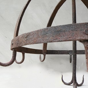 Wrought iron 'Crown' game hook