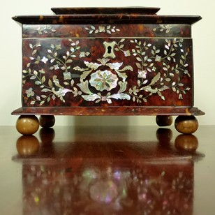 Inlaid tortoiseshell tea caddy