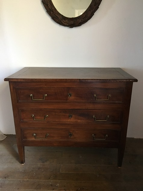 18 th century walnut commode-nicholas-exham-IMG_2160_main_636333972810511055.JPG