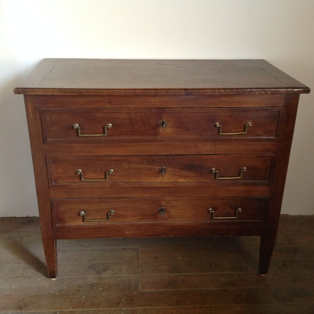18 th century walnut commode-nicholas-exham-IMG_2164_main_636333994856921079.JPG