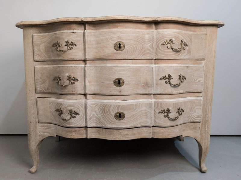 A 18th Century Swedish Serpentine Oak Commode-nick-jones-img-20200426-140323-main-637298888751159948.jpg