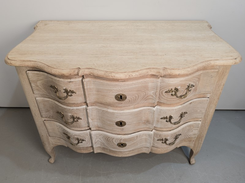 A 18th Century Swedish Serpentine Oak Commode-nick-jones-img-20200426-140332-main-637298889845533066.jpg