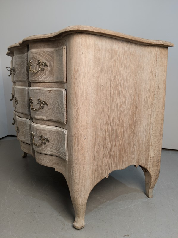 A 18th Century Swedish Serpentine Oak Commode-nick-jones-img-20200426-140716-main-637298896174200938.jpg