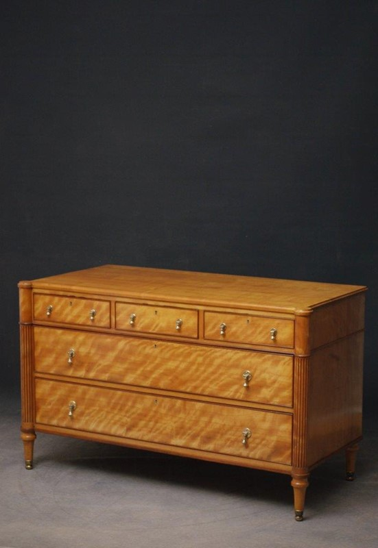 Late 19th Century English Chest of Drawers in Sati-nimbus-antiques-1-main-637393889134910297.jpg