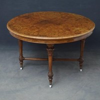 Fine quality Victorian Centre Table in Walnut