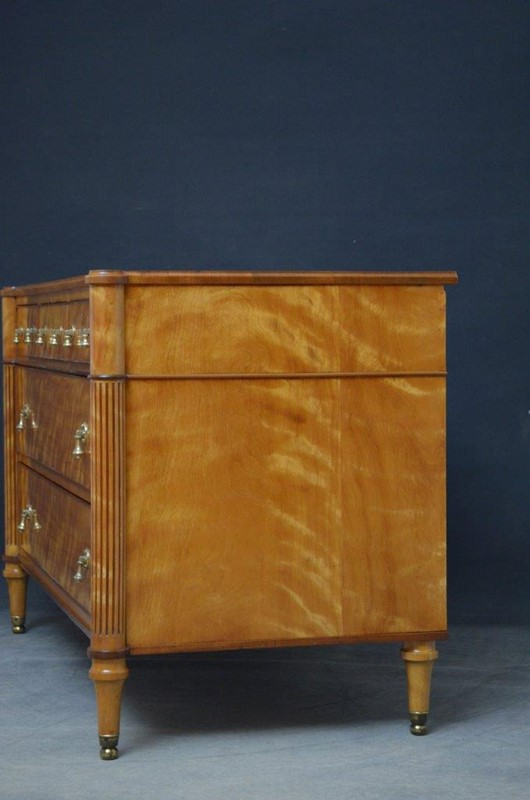 Late 19th Century English Chest of Drawers in Sati-nimbus-antiques-15-main-637393889594751732.jpg