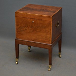 Georgian Flamed Mahogany Cellaret