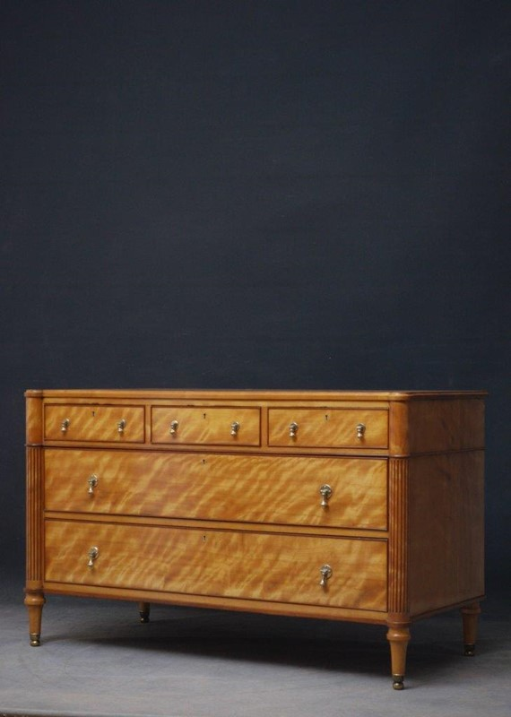 Late 19th Century English Chest of Drawers in Sati-nimbus-antiques-2-main-637393889296784244.jpg