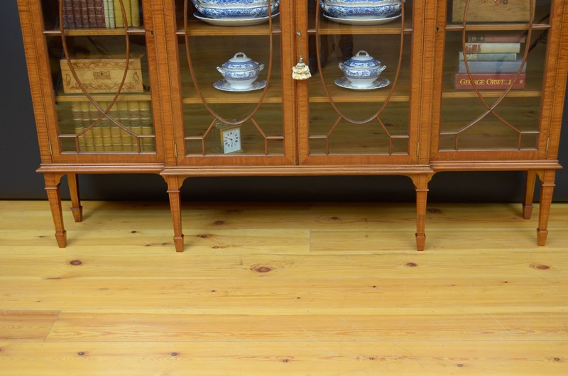 Edwardian Satinwood Display Cabinet  Bookcase-nimbus-antiques-20-main-637444127361760529.jpg
