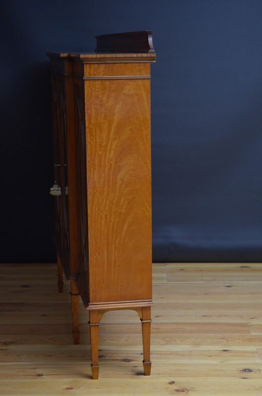 Edwardian Satinwood Display Cabinet  Bookcase-nimbus-antiques-23-main-637444127424728398.jpg