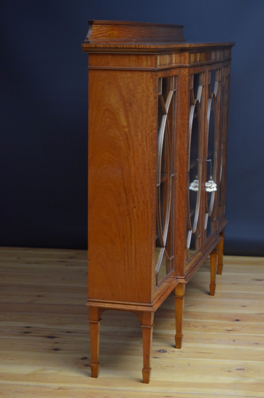 Edwardian Satinwood Display Cabinet  Bookcase-nimbus-antiques-24-main-637444127445665852.jpg