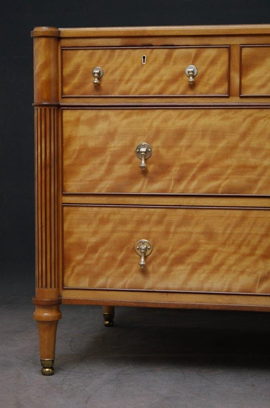 Late 19th Century English Chest of Drawers in Sati-nimbus-antiques-8-main-637393889312252945.jpg