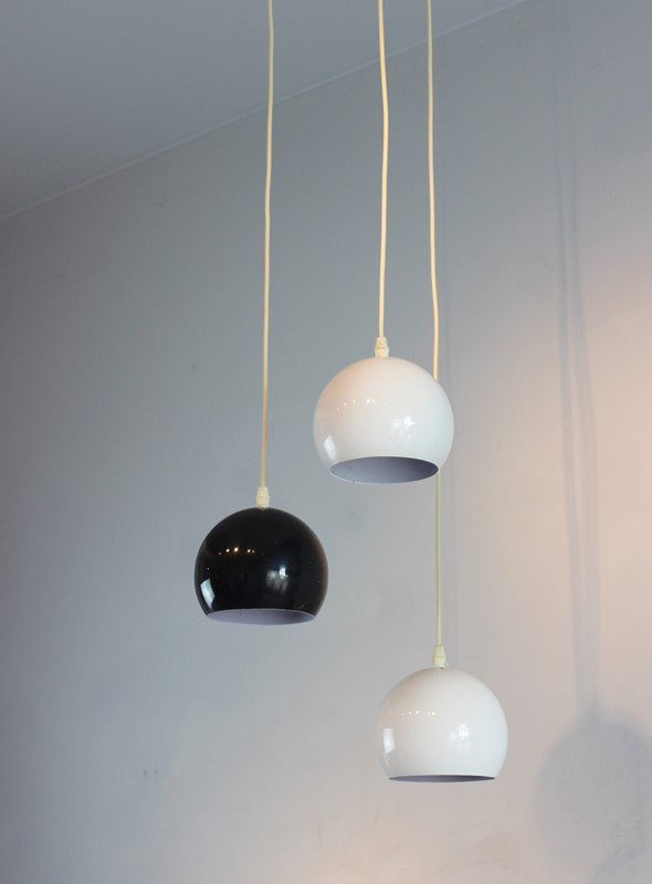 Set of 3 hanging lights in white and black-norfolk-decorative-antiques-img-5705-main-636867759682315936.jpg