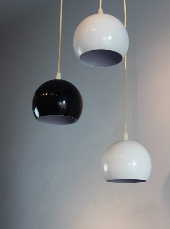 Set of 3 hanging lights in white and black-norfolk-decorative-antiques-img-5711-main-636867759925440998.jpg