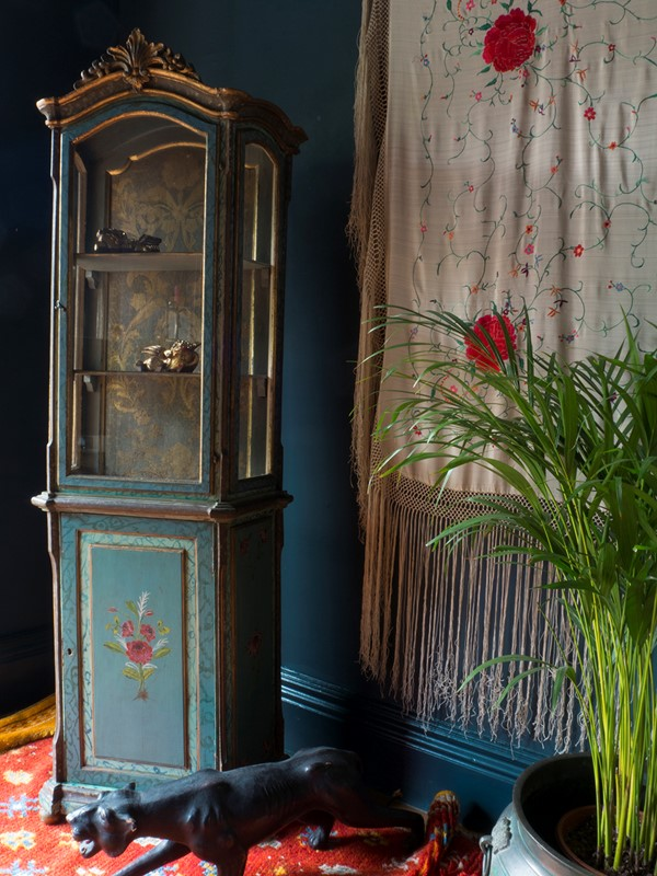 18th century Painted Faux Marble Vitrine-roche-coward-antiques-18th-century-venetian-vitrine-00014-main-637243778501605770.jpg