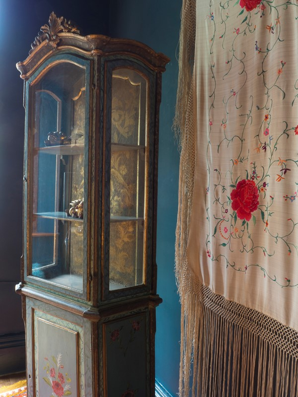 18th century Painted Faux Marble Vitrine-roche-coward-antiques-vitrine-promo-00035-main-637243778519417807.jpg