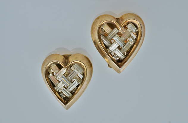 Trifari heart earrings, gilt, by Alfred Philippe-roomscape-DSC03132 (2) (1500x984)_main.jpg