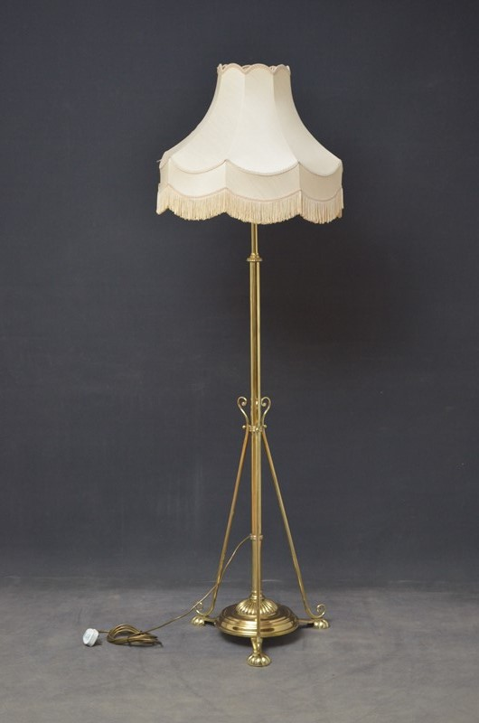 Arts And Crafts Floor Lamp-spinka-co-1-main-637052712186894152.JPG