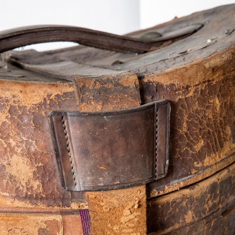 Antique top hat with leather hat box-the-architectural-forum-vintage-top-hat-leather-800x-main-636808338781255853.jpg