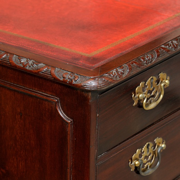 Chippendale Style Mahogany Desk -the-decorator-source-205c_main_636018626208129544.jpg