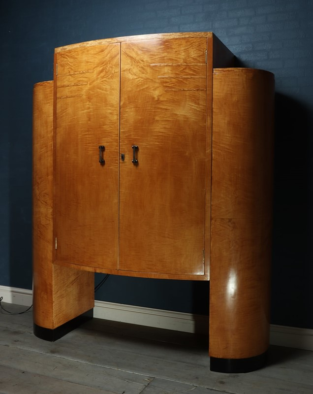 Art Deco Cocktail Cabinet in Sycamore c1930-the-furniture-rooms-img-3611-main-637077605739153372.jpg