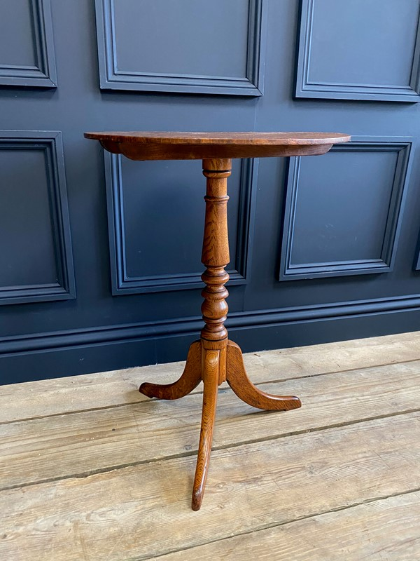 18th C Oak Tilt Top Occasional Table-the-orangery-img-0762-main-637515988176456358.jpg