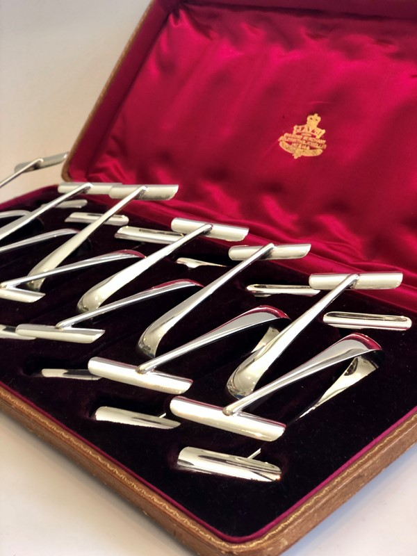 Set of 12 silver plated Asparagus serving tongs -the-vintage-entertainer-0687ead7-b238-43bd-a7e2-8ee6efaa7682-main-637269580271980715.jpeg