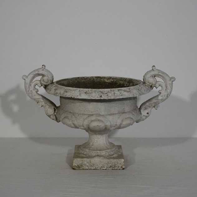 Pair of cast iron vases-tresors-trouves-170002.7_main_636486643674097695.JPG
