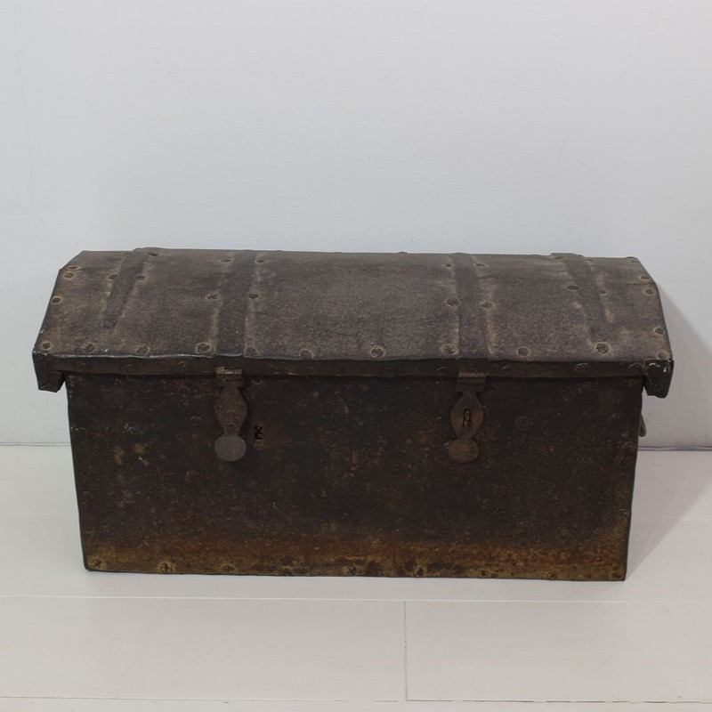 17th/ 18th Century Spanish Iron Strongbox-tresors-trouves-1903620-main-637254719005106522.JPG