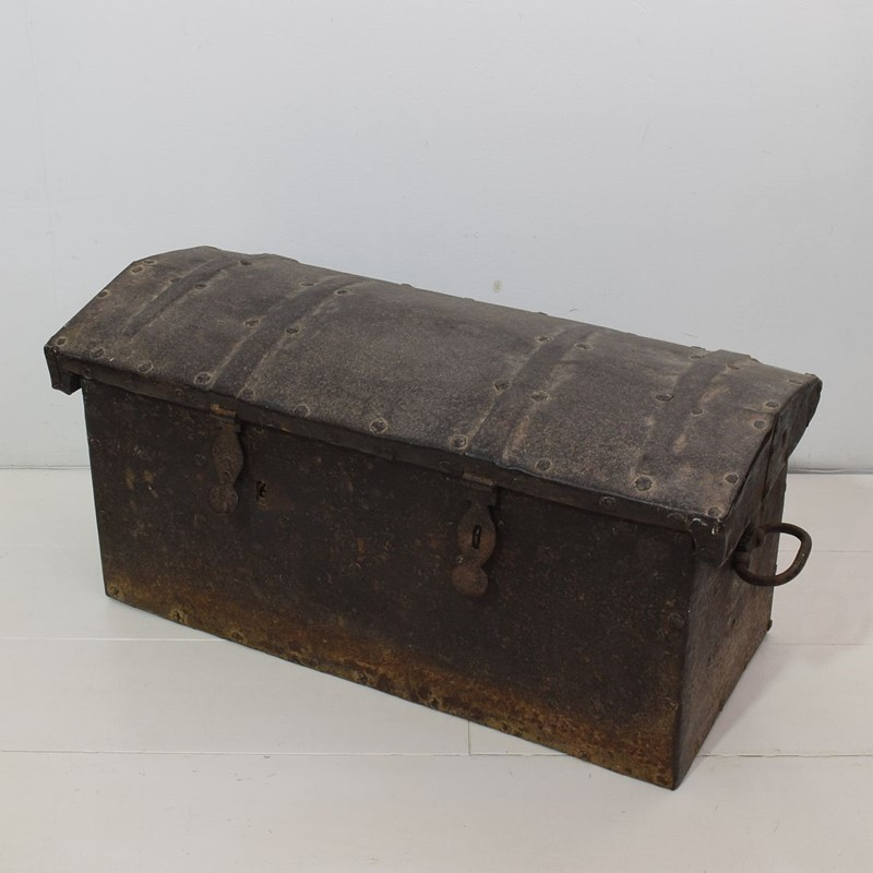 17th/ 18th Century Spanish Iron Strongbox-tresors-trouves-1903621-main-637254719270732501.JPG