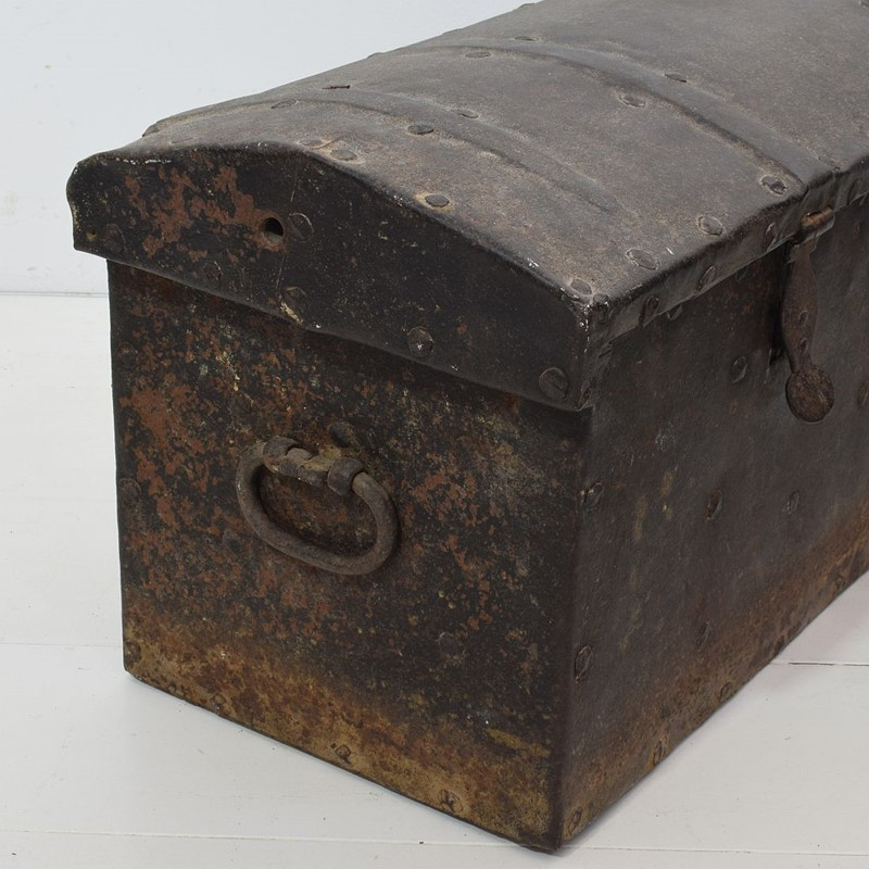 17th/ 18th Century Spanish Iron Strongbox-tresors-trouves-19036213-main-637254719694150724.JPG