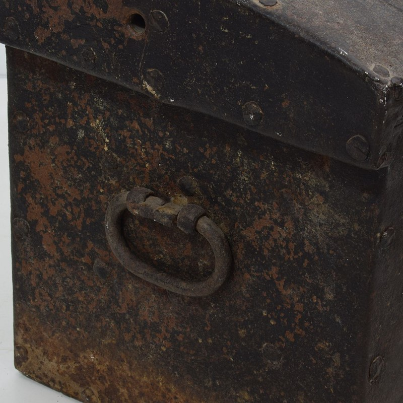 17th/ 18th Century Spanish Iron Strongbox-tresors-trouves-19036214-main-637254719855409166.JPG