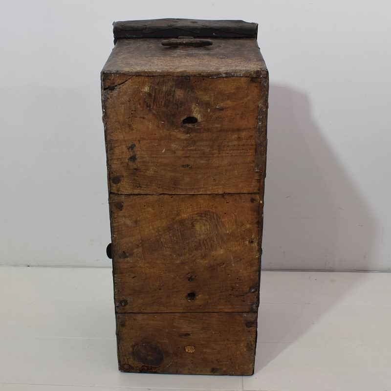 17th/ 18th Century Spanish Iron Strongbox-tresors-trouves-19036216-main-637254719865566106.JPG