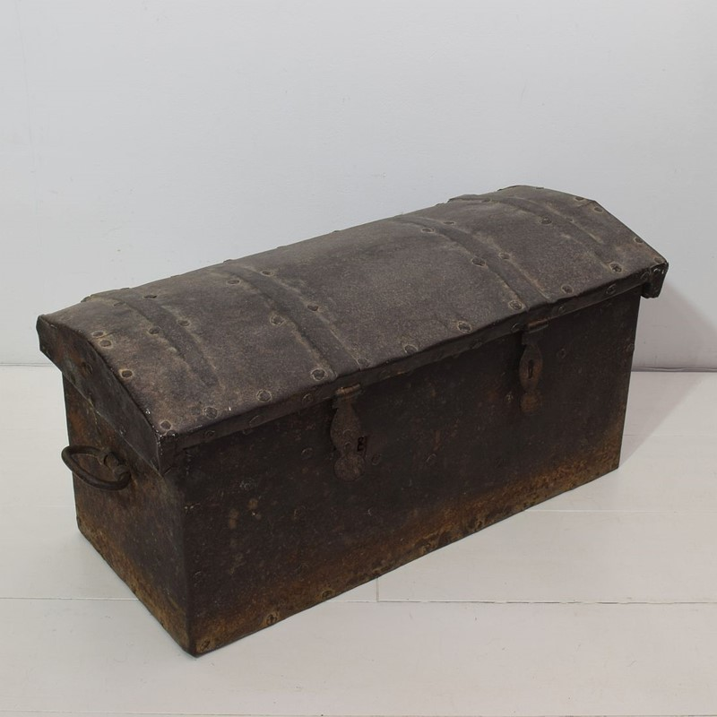 17th/ 18th Century Spanish Iron Strongbox-tresors-trouves-1903622-main-637254719274794806.JPG