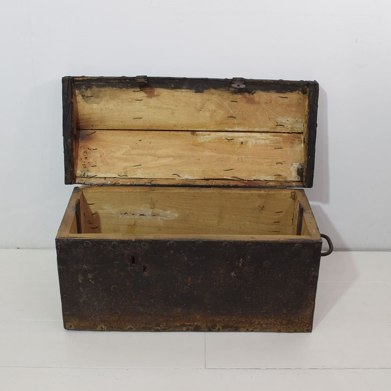 17th/ 18th Century Spanish Iron Strongbox-tresors-trouves-1903626-main-637254719291044722.JPG