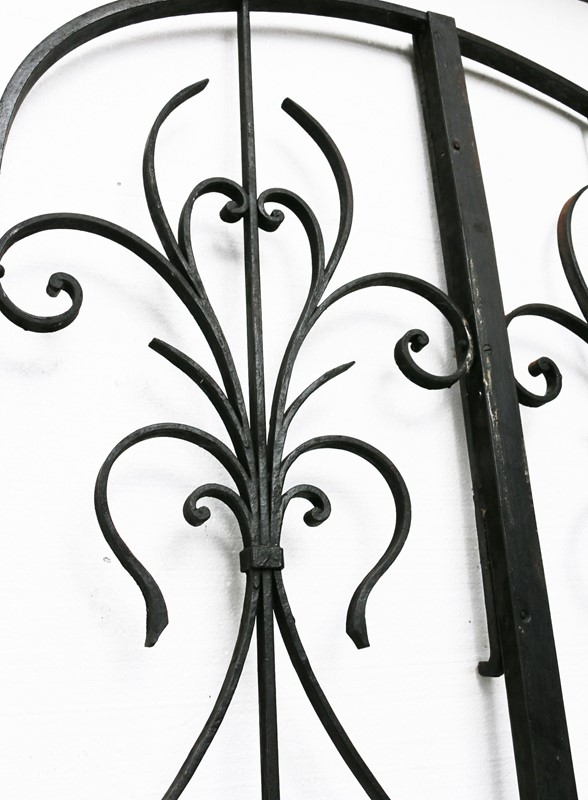Pair Of French Wrought Iron Arched Gates -uk-heritage-19852-2-main-636929250270155478.JPG